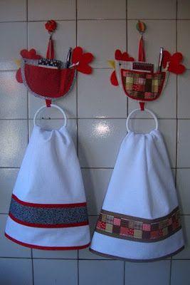 Las toallas y trapitos  pueden convertirse en adornos en tu cocina con estas ideas geniales.   Lo puedes lograr colocandolas en creativos co...
