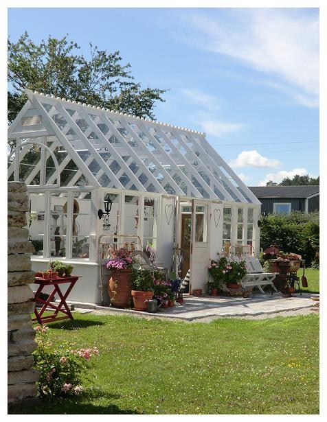 Beskrivning Av Hur De Byggde Sitt Växthus · Garden HousesGarden ShedsGreenhouse  ...