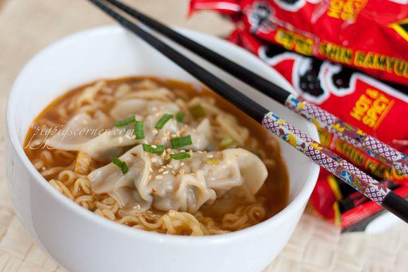 Kimchi Mandu (Korean Kimchi Dumplings) in Shin Noodles