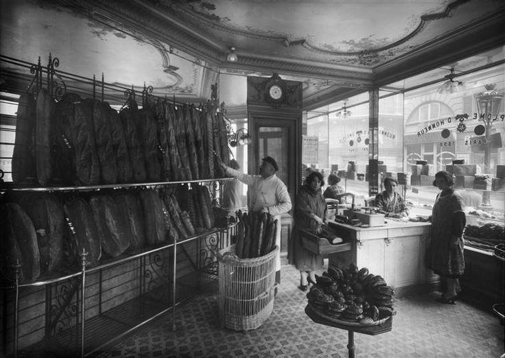 Intérieur d'une boulangerie à Paris, 42bis rue Chabrol / 94 rue Hauteville (frères Séeberger, 1925)