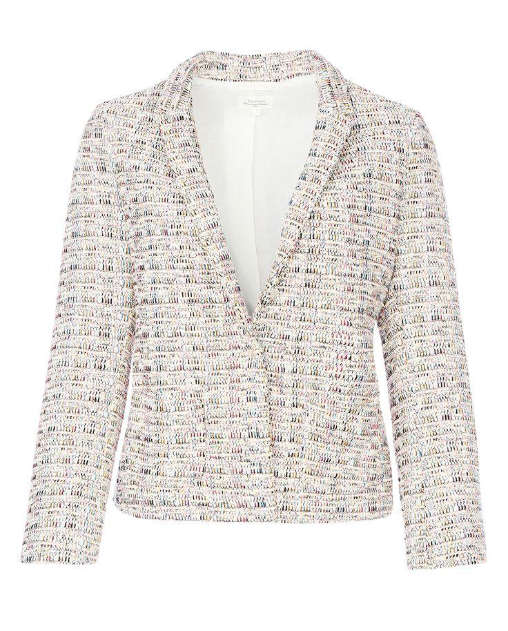 #Жакет #Hartford с накладными карманами выполнен в пастельных тонах. Материал имеет интересную текстурированную фактуру.  С джинсами и однотонной футболкой жакет составит универсальный комплект на каждый день, а с классическими брюками или прямой юбкой - наряд в деловом стиле.