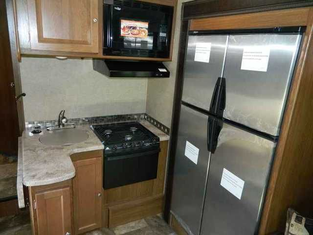 """2016 New Coachmen Leprechaun 260DS Ford Class C in South Carolina SC.Recreational Vehicle, rv, 2016 Coachmen Leprechaun 260DS Ford, 2016 Coachmen Leprechaun 450 Ford 260DS The Coachmen Leprechaun offers you the """"Better Stuff"""" discerning RVers require. Owning something """"Better"""" is a reflection of you everyone will appreciate. Your family will appreciate the expansive list of standard equipment like back-up camera, power awning, slideroom awning(s) and 50 gallons of fresh water. """"Better""""…"""