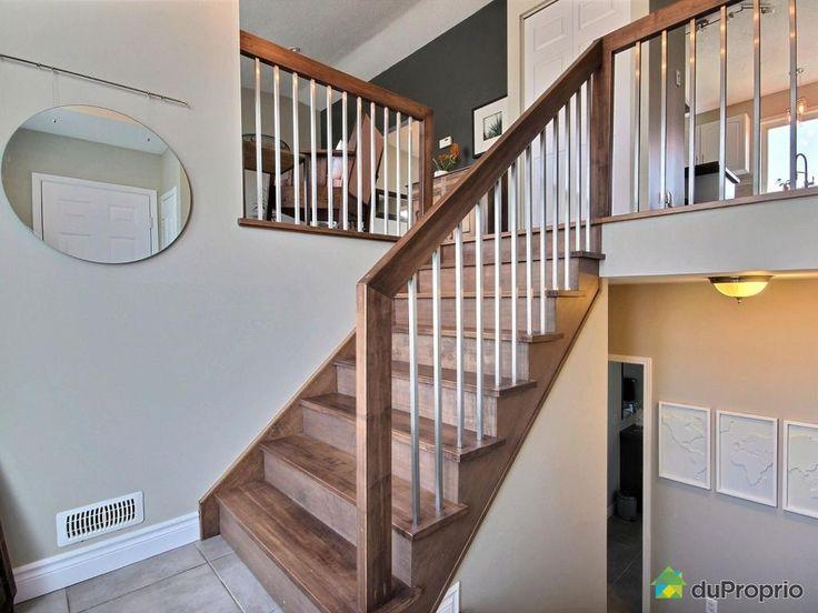 Maisonunifamiliale clé en main située dans le quartier Rivermead, à quelques pas du Parc-O-Bus et à proximité de tous les services. La maison offre 3 + 1 chambres à coucher ainsi qu'un grand garage double (20' x 30'). Cette propriété a été entièrement rénovée, incluant: - Planchers et escaliers en érable - 3 salles de bain - Sous-sol complètement...