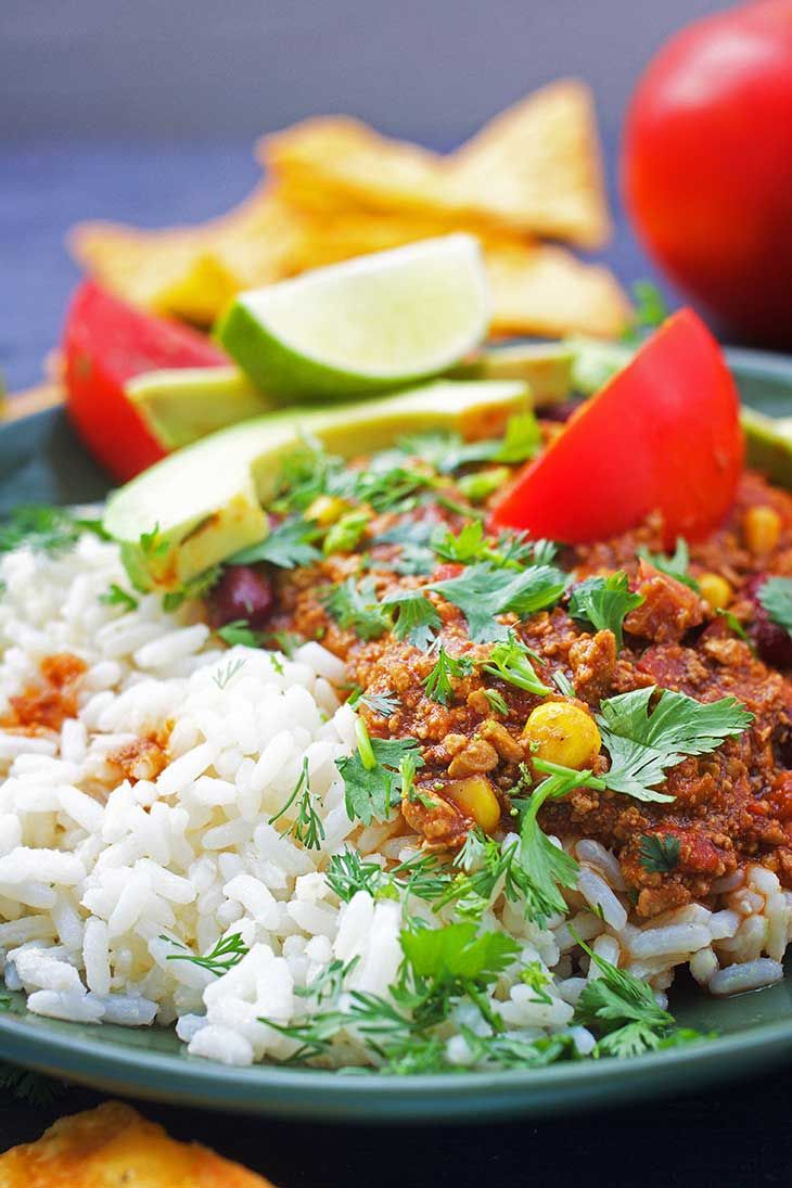 Vegan Chili Con Carne Chili Sin Carne Gourmandelle Vegetarian Blog Recipe In 2020 Vegan Chili Chili Con Carne Raw Vegan Recipes