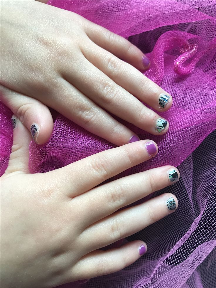 Junior Halloween Nails! Wraps and colourcure!  #jamberry #juniors #halloween  #cute #spider #web #crownjewel #colourcure