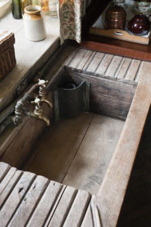 Beautiful wooden sink: it doesn't get any better than this if you love rustic farmhouse style!