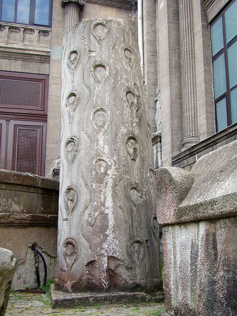 column in imitation of a tree (?) | Flickr – Condivisione di foto! (Museo archeologico di Istanbul=