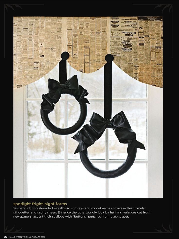 b&w; halloweenRibbons Wreaths, Halloween Black, Black Ribbons, Halloween Decor Ideas, Ribbon Wreaths, Halloween Decorating Ideas, Halloween Ideas, Black Wreaths, Black Cat