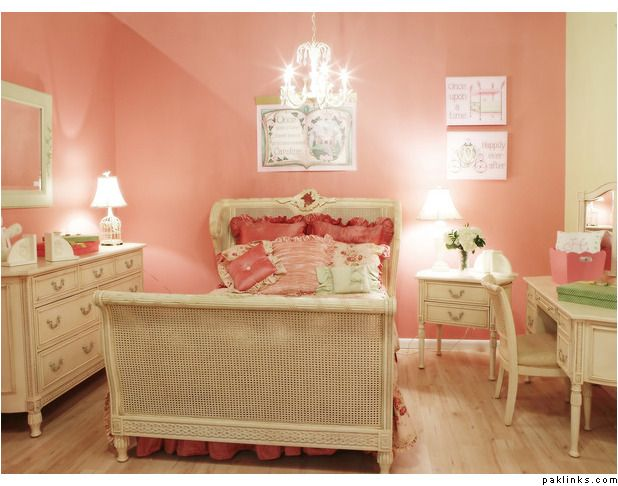Coral Pink Bedroom: Pinterest