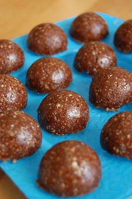 "Nutritarian Freezer ""Brownies"": Grind 2 cups nuts and seeds (Brazil, pecans, walnuts,"