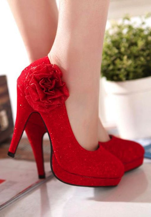 Red High Heels - these are so fetching (best word I can think of for these vintage-style shoes).
