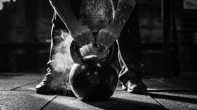 5 Exercícios com Kettlebell para fortalecer todo o corpo -