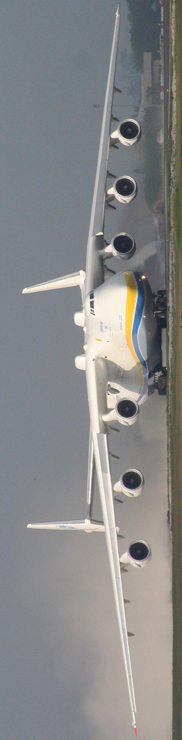 Antonov Ruso, un enorme monstruo que es impulsado por seis motores de turboventilador, es el avión más grande del mundo; es el avión más pesado con un peso de despegue máximo de 640 toneladas