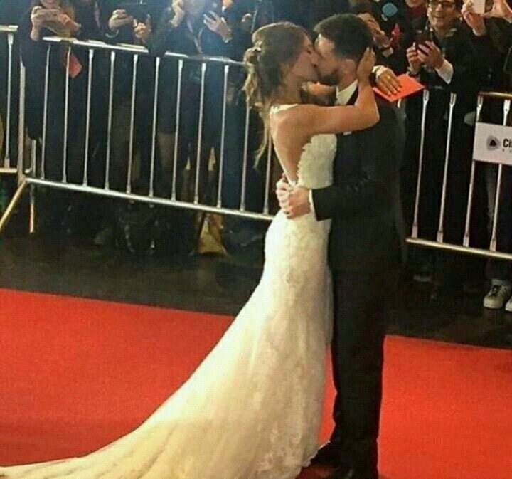 Lionel Messi and Anto Rocuzzo at their beautiful wedding <3