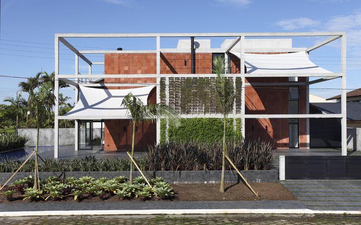 Galeria de Casa Atami / MARCOS BERTOLDI ARQUITETOS - 2