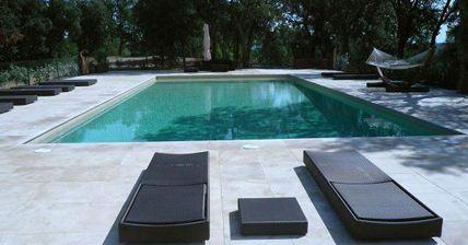 Cemento pulido en las zonas exteriores y piscinas - Jardines con Alma