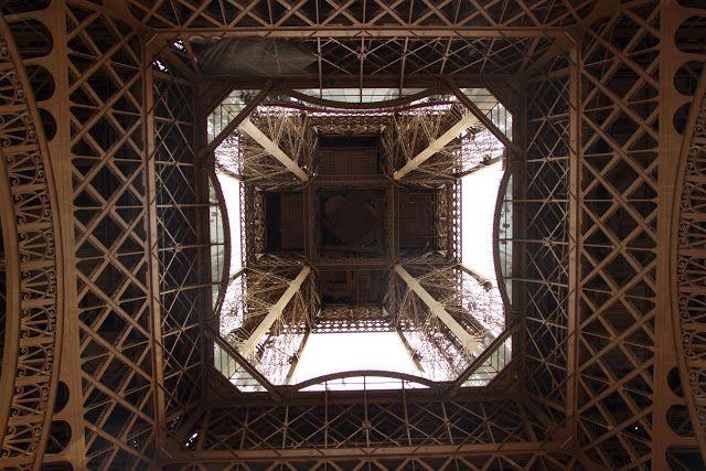 Sotto la Tour Eiffell, Parigi Operazione fritto misto