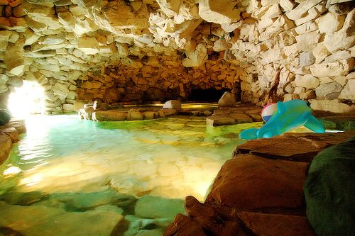 Dream swimming pool the playboy mansion pool with caves - Playboy swimming pool ...