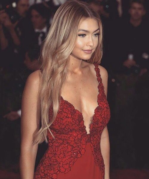 Gigi Hadid ✾  What's wrong?  Hair has no body  Redo highlights  Small layers just a bit bottom  Try slight curls   You tell me guys say  How you dooooing? http://shedonteversleep.tumblr.com/post/157435043728/more