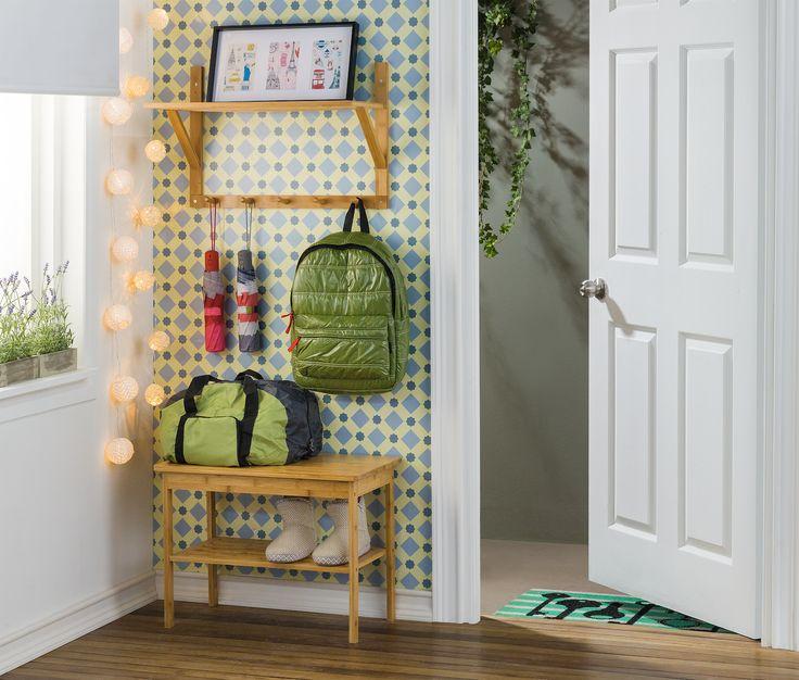 Crea un hall de acceso mucho más funcional con nuestras perchas y mesas de arrimo. Así podrás organizar tus bolsos antes de entrar a tu hogar, y tener ordenados todos tus espacios.