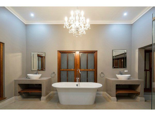 Nice layout, stained concrete floor, stand alone bath