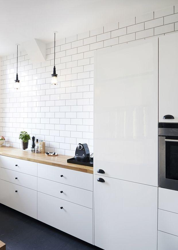 Hvis du er på jagt efter et billigt køkken, så har vi samlet 10 eksempler på, hvordan du kan gøre et IKEA-køkken designlækkert og personligt.