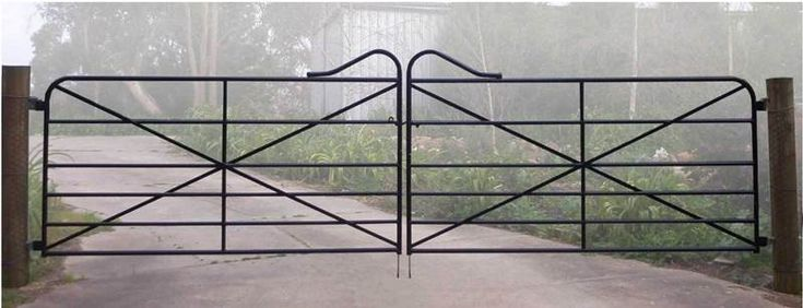 Pair of 2.4m railway gates