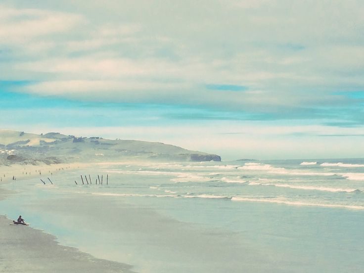 Solo surfer - Dunedin