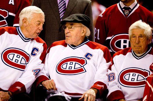 Jean Béliveau, Emile Bouchard et Elmer Lach durant les célébrations du centenaire du Canadien avant un match contre les Bruins de Boston au Centre Bell. 4 décembre 2009.