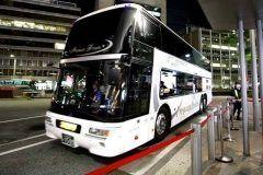 西日本JRバスの高速バスプレミアムドリーム号を使って奈良まで旅行に行ってきました 今回使ったのは普通の席じゃなくて台に席しかないプレミアムシート プレミアムシートは1階にあって座席の幅は60cmと広々としていて快適です 大156度までリクライニングが出来てテレビもついているから退屈しませんでした この夜行バスは本当に快適なのでおすすめですよ(_)v tags[東京都]