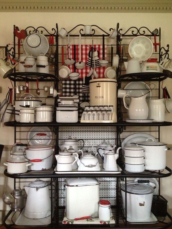More enamelware, looks so amazing on that shelf.