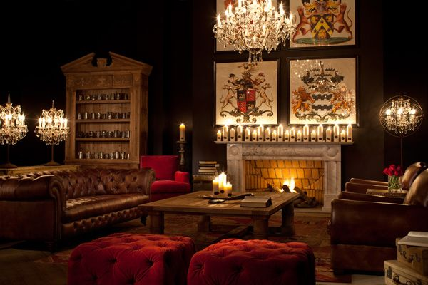 Gentlemen's Club: Reminiscent of a traditional 19th century English gentlemen's club – an exclusive enclave where men would gather after a hard day's work. Encapsulating the heritage and refined opulence of these historic clubs, the rooms feature classic design details with accents of steel finishes for a contemporary touch.