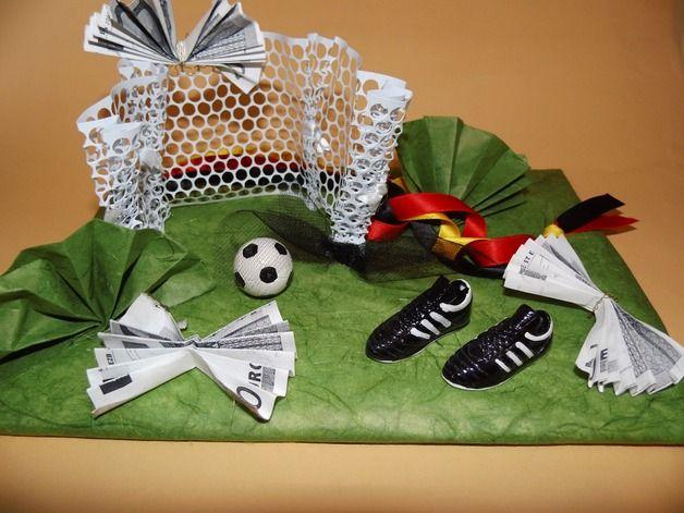 Geschenke für Männer - Geldgeschenk Fußball - ein Designerstück von MyDelphino-Kreativideen bei DaWanda