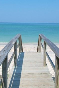 Siesta Key Beach in Florida. This #beach is home to the sparkling waters of the Gulf of Mexico.