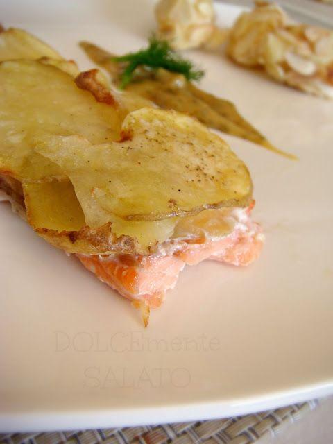 Salmon fillet in potato crust - Filetto di salmone in crosta di patate - DOLCEmente SALATO
