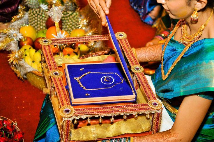 exclusive saree presenting tray