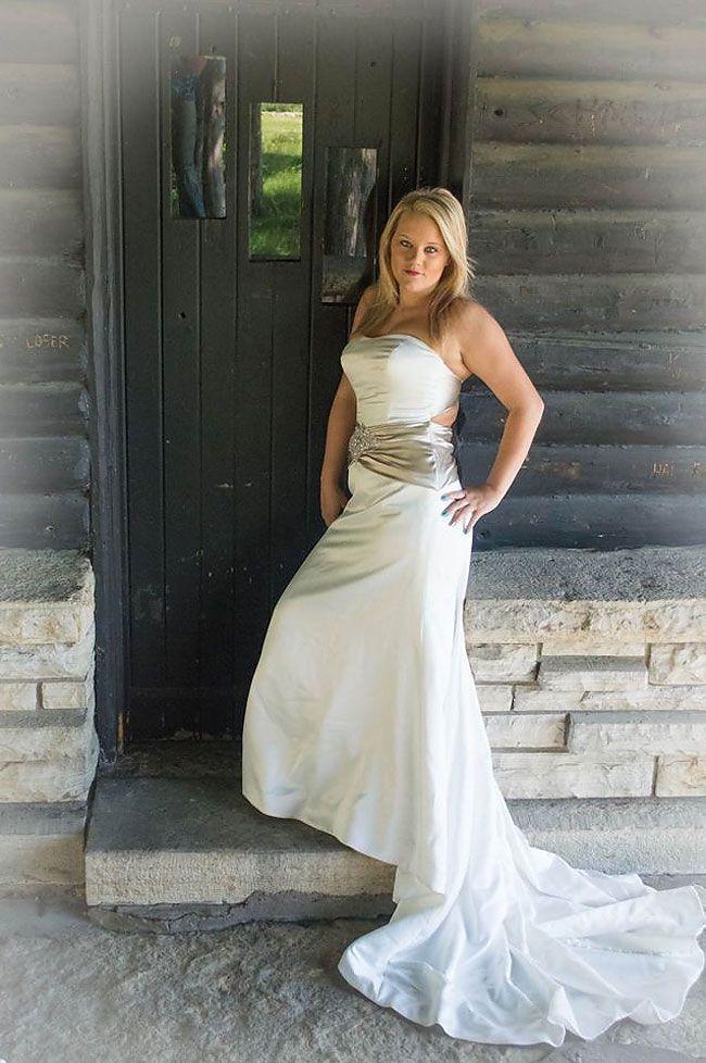 Questa donna si fa fare un servizio fotografico di divorzio, e sembra piuttosto arrabbiata