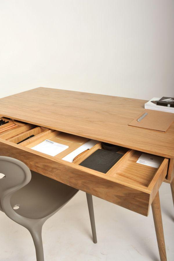 De Wooden Desk - Roman Shpelyk
