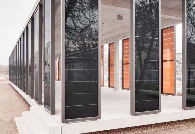 Un edificio con paneles solares de película delgada  El nuevo edificio de Ciencias Aplicadas de la Universidad de Potsdam (Alemania) incorpora como un elemento destacado la energía fotovoltaica.
