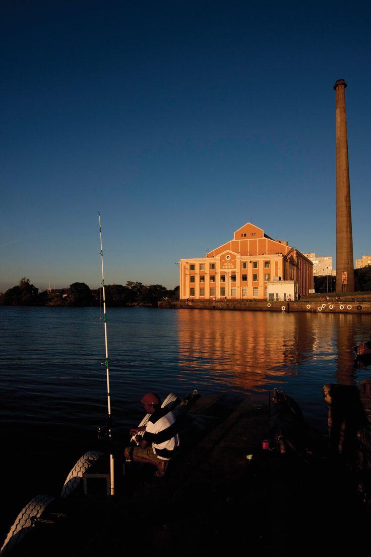 Usina Gasômetro - Porto Alegre - Brasil. Usina do Gasômetro, vista do Lago Guaíba. Administrada pela Prefeitura, conta com espaços de manifestações artísticas. Site: http://www2.portoalegre.rs.gov.br/smc/default.php?reg=7&p_secao=19