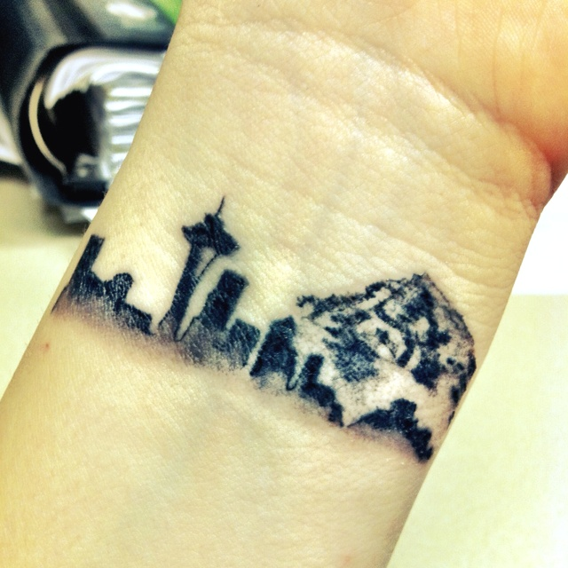 "i like the idea of getting your city skyline tattooed on the wrist with the words ""veni vidi vinci"" just below"