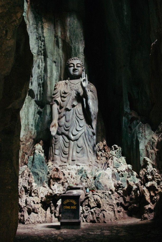 Was Dir kein Reiseführer verrät: In Da Nang stehen die imposanten Marmorberge mit Blick über die gesamte Stadt und zahlreichen beeindruckenden Tempelhöhlen!