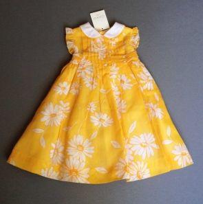 Vestido con etiqueta de gasa naranja con flores blancas. Chavi. 2 años