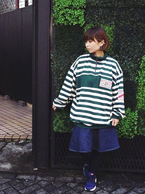 緑ボーダーが珍しいラガーウーマン風コーデ。 スウェット&デニムスカートは当店で各¥756で購入。