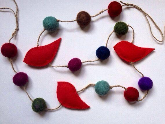 Red birds and coloured felt ball garland (120cm)