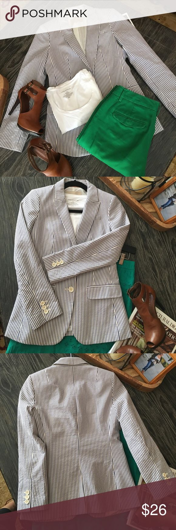 Banana Republic seersucker blazer In new condition BR seersucker blazer.  Great for summer time.  Can be dressed up for the office or dressed down. Banana Republic Jackets & Coats Blazers
