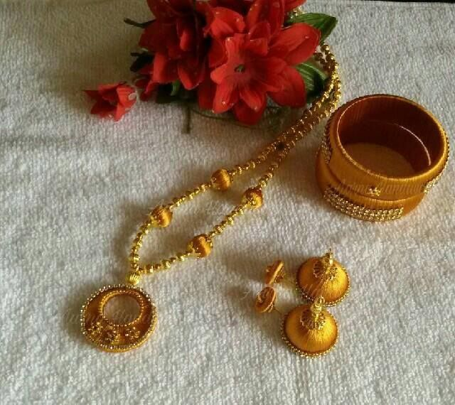 Golden chandbali Set Can be customised to any preferred colour.  To order watsapp to 83174 95219