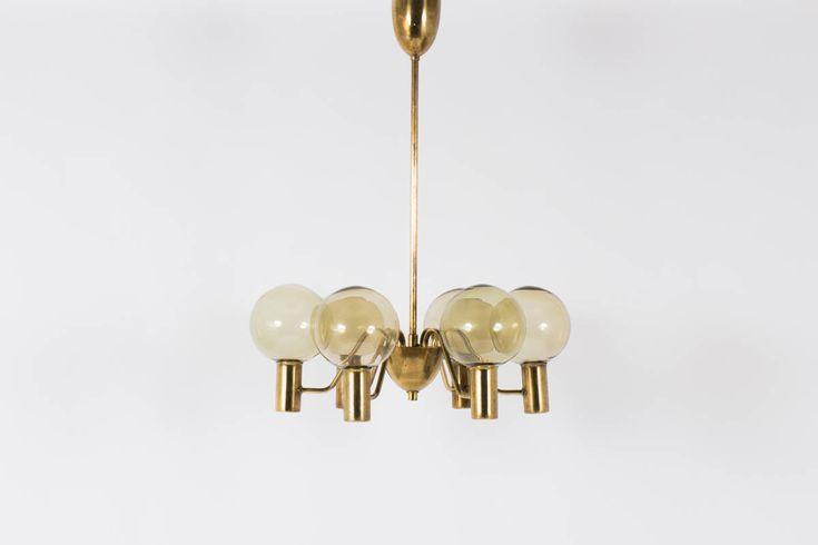 SUSPENSION HANS AGNE JAKOBSSON MODELE T372/6 PATRICIA 1960 Disponible sur https://www.galerie44.com/collection/luminaires/suspension-hans-agne-jakobsson-modele-t372-6-patricia-1960-details