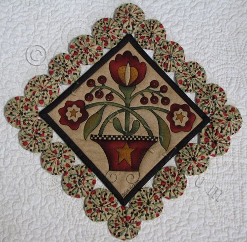 Gorgeous. YoYos for the Table (10″ sq.)  Quilted by Sue Hickman from Berryville, Va