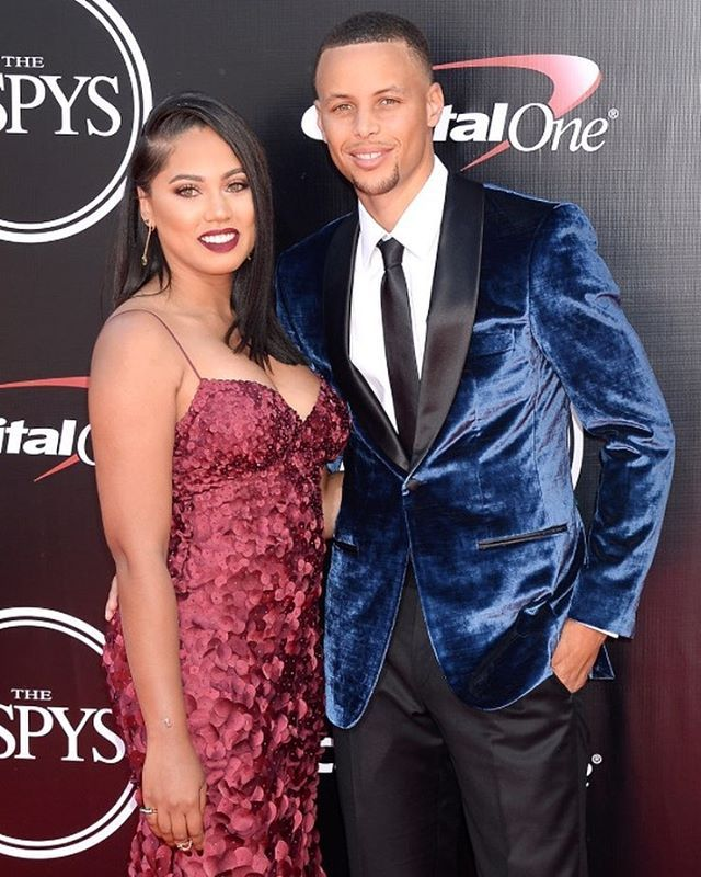 #StephCurry and #AyeshaCurry step out in style on the red carpet at the #ESPYs ❤️ #stephcurry #curry #couple #marriage #curry #stephencurry #awards #espyawards #espy #espys2016 #ayesha
